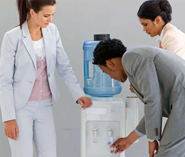 Kreativpause in der Teeküche: Da sollte ein Wasserspender nicht fehlen.