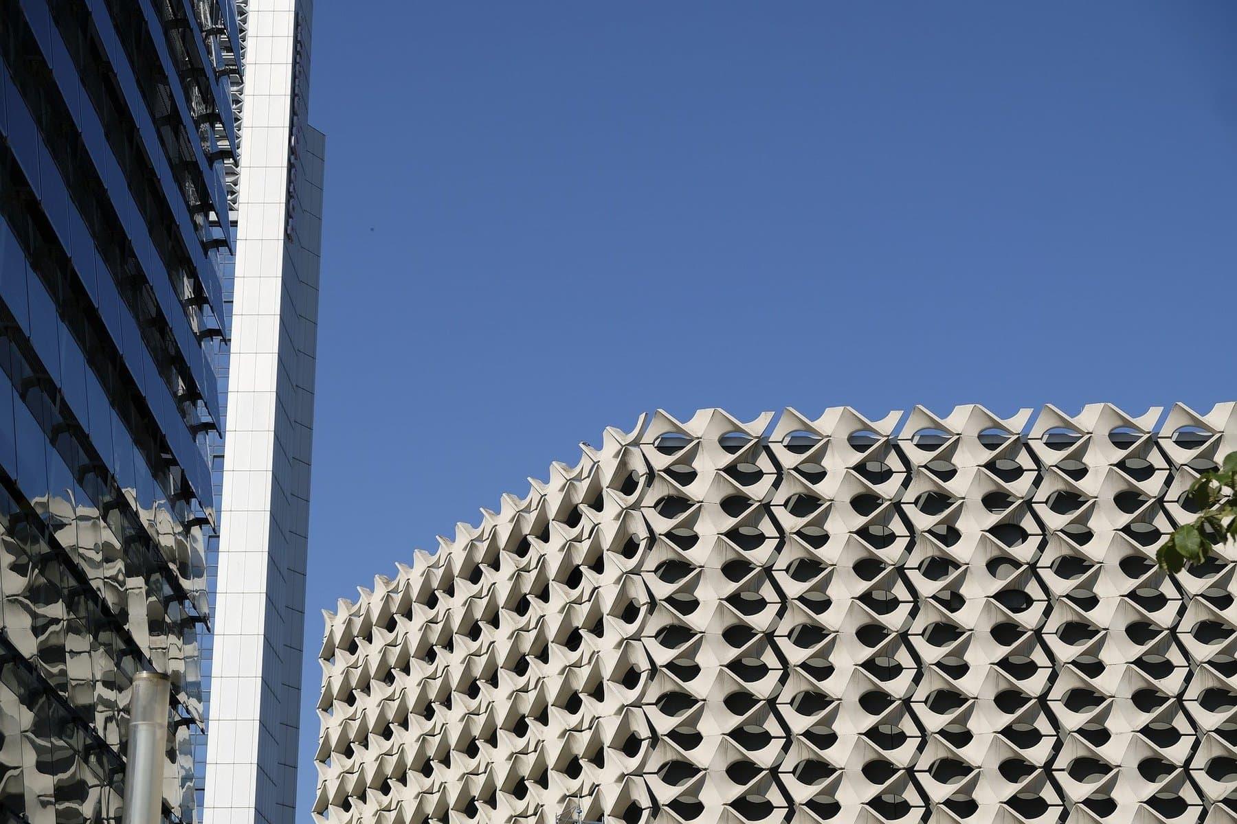building-2662377_1920