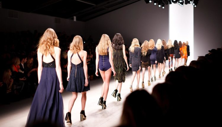 gruenderkueche-selbstständig-machen-als-modedesigner-modelabel-gründen-catwalk-1840941_1920